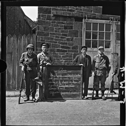 Jeunes aides de camps francais des correspondants de guerre, Vouilly, Normandie, mi-aout, 1944 Young French war correspondents camp orderlies, Vouilly, Normandy, mid-August 1944