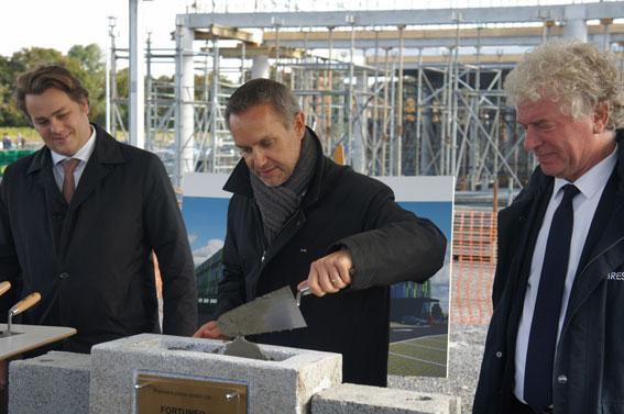 Pose de la première pierre - nouveau bâtiment Fortuneo